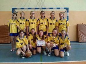 Dziewczęta z SP 11 Mistrzyniami powiatu dębickiego.