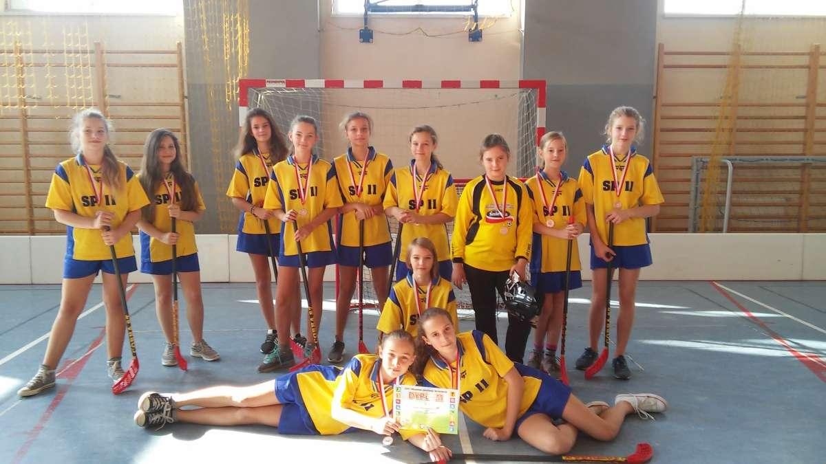 Brązowe medale dziewcząt w unihokeja
