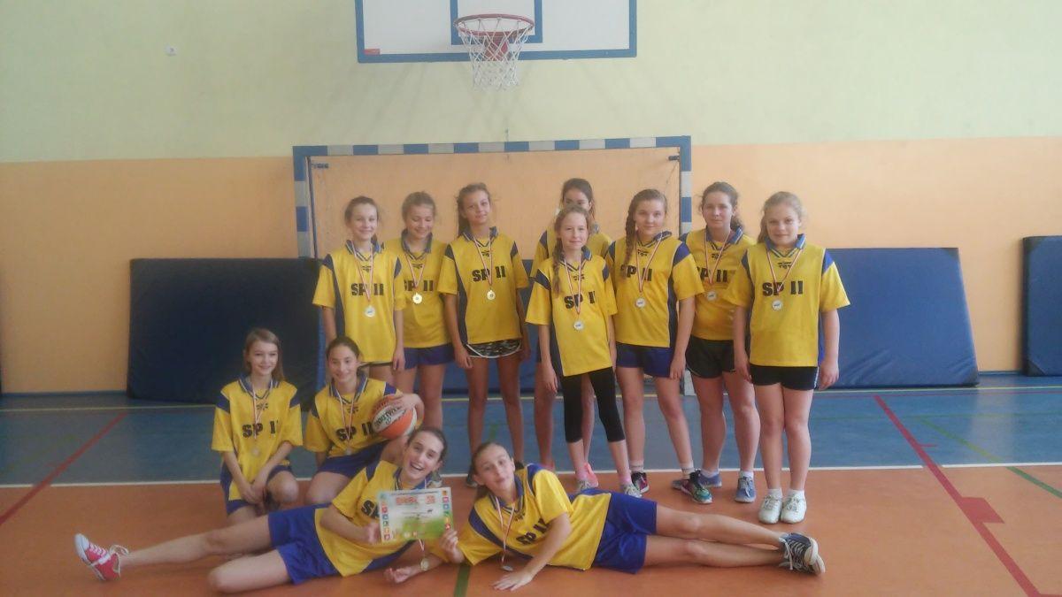 Złoto dziewcząt w koszykówkę