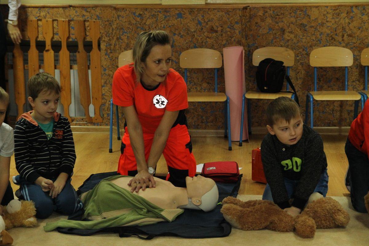 Pokaz udzielania pierwszej pomocy przedmedycznej