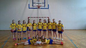 Zwycięstwo dziewcząt w koszykówce