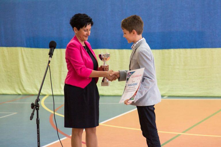 Mikołaj Kolbusz nagrodzony przez Panią Dyrektor