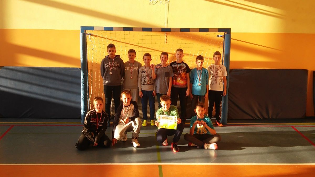 Brązowy medal chłopców w koszykówkę