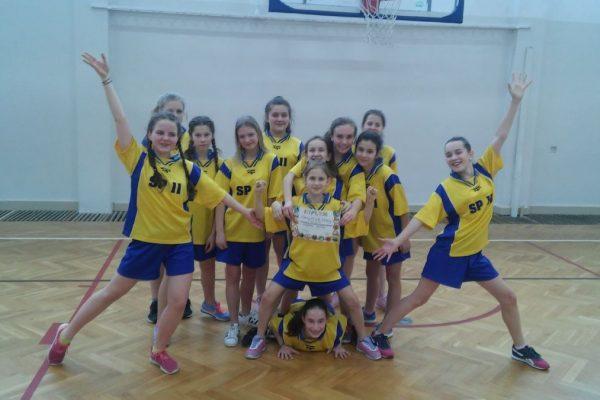 Awans dziewcząt do półfinału województwa w mini koszykówce