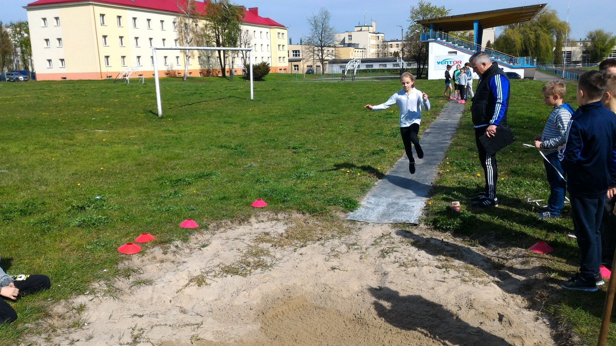 """Terminy startów uczniów """"Jedenastki"""" w maju 2017 r."""