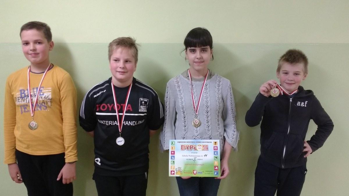 Złote medale w drużynowych zawodach szachowych