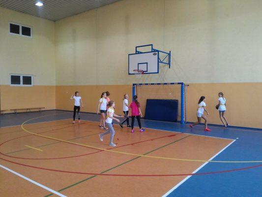 Sobotnie treningi szkolnej drużyny dziewcząt
