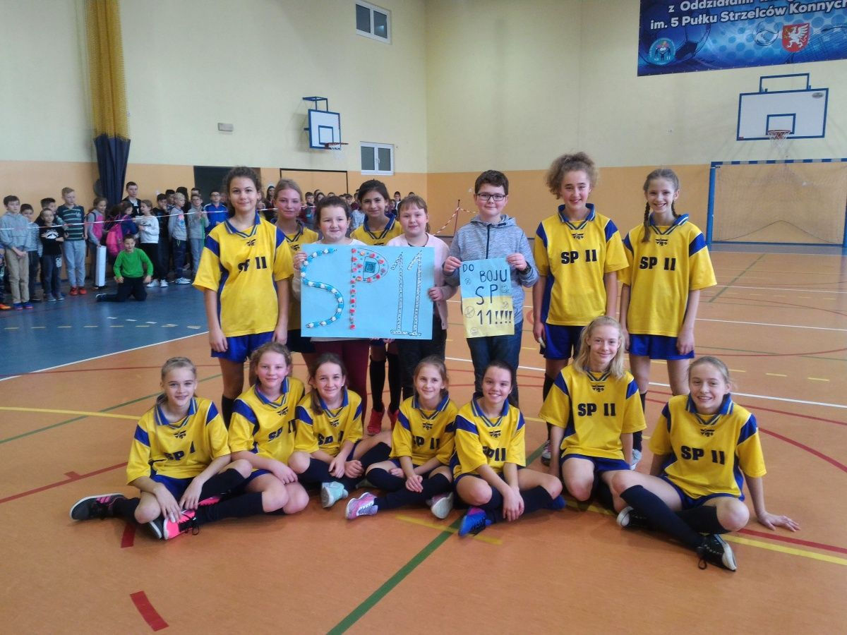 Złoty medal dziewcząt w mini koszykówce