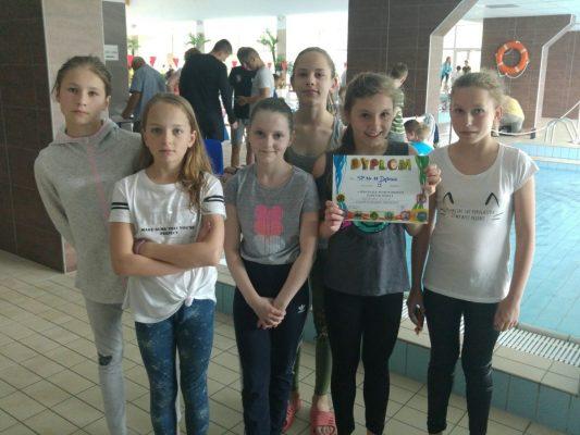 Awans dziewczęcej drużyny do FINAŁU WOJEWÓDZTWA W PŁYWANIU