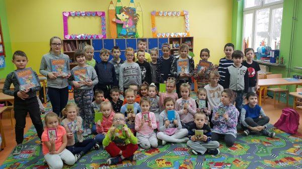 Dzieci czytają dzieciom