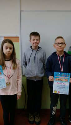"""Szachy – dwa złote medale dla uczniów """"Jedenastki"""""""