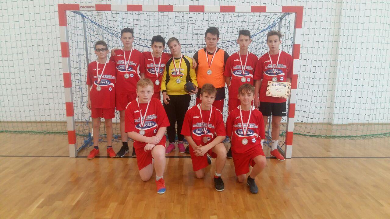 Srebrny medal chłopców w piłkę ręczną w Dębickich Igrzyskach Młodzieży Szkolnej